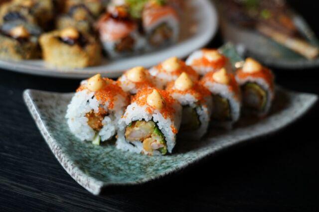Weekenden sniger sig ind og det ser ud til at være (nogenlunde) strålende vejr 😎  Gør dig selv den tjeneste og skyd fredagaften i gang med lækker sushi fra os 😉  Du skal blot vælge hvad du har lyst til via linket forneden:   👇👇  https://www.foodbooking.com/ordering/restaurant/menu?restaurant_uid=f1ab4357-bb0a-4469-96c8-7ca0ee552257  Svinger du forbi, så giver vi HELE 20% på HELE din ordre 🥳  God weekend 😁  Mvh. teamet hos Catch Sushi Bar & Cocktails  #catchsushibar #sushi #nigiri #fresh #takeaway #støtlokalt #migogaalborg #aalborg #nørresundby #fish #healthy