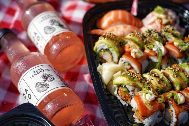 20+ grader udenfor 🥳- what's not to like? 😉  Vi har både sushi og starters for enhver smag og det bedste ved det hele, er at du kan hapse det med ud i solen 🌞🍣   Vi sørger for både spisepindesæt og ikke mindst noget godt til ganen 😉 - Så bliver det heller ikke lettere 😍  Bestil takeaway via linket forneden:   👇👇  https://catchsushibar.dk/takeaway-menu/  Ha' en skøn dag og vi ses 😁  Mvh. teamet hos Catch Sushi Bar & Cocktails   #catchsushibar #sushi #nigiri #maki #foodporn #catch #bar #cocktails #migogaalborg #aalborg #sushifestival #takeawayfestival #takeaway #food #yummy #delicious #giftcard #giveaway #gift #wine #wineanddine #new #newin #cocktails