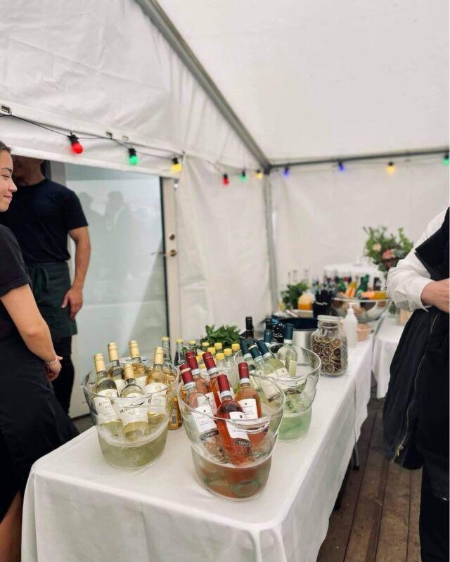 Har du også en stor dag der skal fejres? 🥳🎊  Lad os give en hånd 🔪  Vi sørger for at der er kærlighed i form af sushi og lækkerier til ganen 🍣🍷🍹  Du bestemmer HELE menuen 😉   ☎️22 66 41 80  Læs mere her: https://catchsushibar.dk/catering-events/  Mvh. teamet hos Catch Sushi Bar & Cocktails  #catchsushibar #sushi #nigiri #maki #foodporn #aalborg #bar #cocktails #cocktail #nordensparis #allyoucaneat #sushifestival #takeaway #food #yummy #delicious #giftcard #giveaway #gift #wine #wineanddine #new #newin #cocktails #vibes #catering #event #events