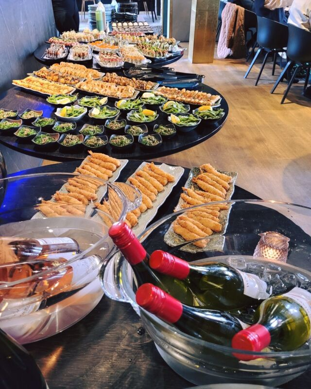 😍 VI ELSKER AT FEJRE KÆRLIGHEDEN 😍  Tak for jeres selskab, Jeppe og Susanne 🥰  #catchsushibar #sushi #nigiri #maki #foodporn #aalborg #bar #cocktails #cocktail #nordensparis #allyoucaneat #sushifestival #takeaway #food #yummy #delicious #giftcard #giveaway #gift #wine #wineanddine #new #newin #cocktails #vibes #catering #event #events