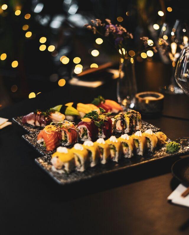 EFTERÅRSFERIEN ER OVER OS 😍  Vi har frokost fra 12:00 - 15:00 og prisen er KUN 199,- 😍   Vores udvalg til frokost er nøjagtigt det samme som om aftenen 🍣🍹  Hvem skal du have med til en frokost udover det sædvanlige? 😋  #catchsushibar #sushi #nigiri #maki #foodporn #aalborg #bar #cocktails #cocktail #nordensparis #allyoucaneat #sushifestival #takeaway #food #yummy #delicious #giftcard #giveaway #gift #wine #wineanddine #new #newin #cocktails #vibes #catering #event #events #lunch